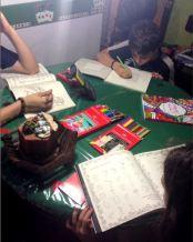 Livros de Colorir - Para adultos + Mega caixa de Lápis de Cor