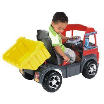 Que tal pensar em ter uma empresa de transportes? Esse Truck mais do que perfeito é da Magic Toys e tem opção com pedais ou elétrico.