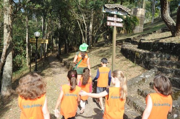 Hotel Estância Atibainha (SP) - caminhada crianças